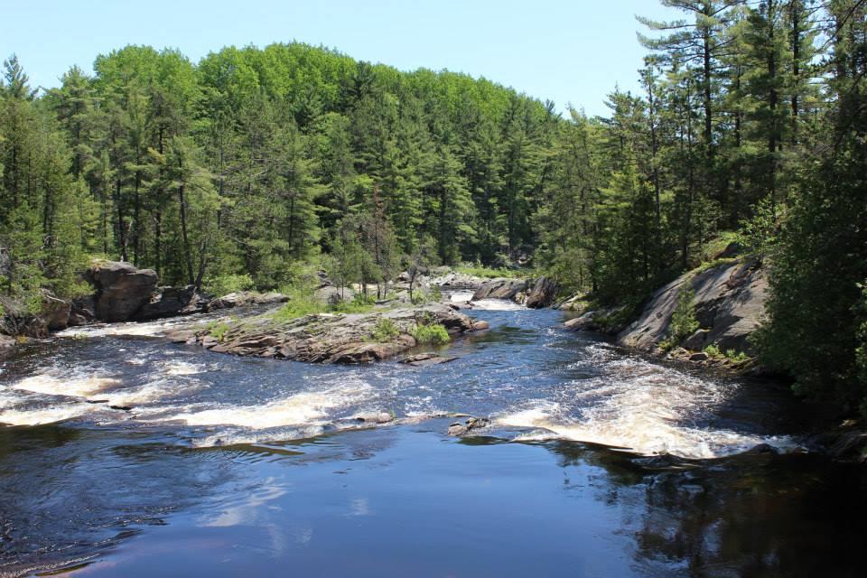 Chutes Park river